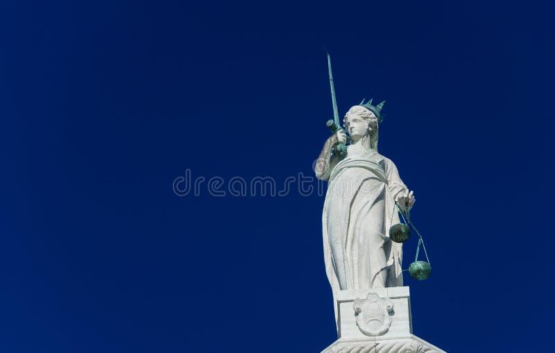 Download Godin Van Rechtvaardigheidsstandbeeld Stock Foto - Afbeelding bestaande uit deity, brons: 107704564