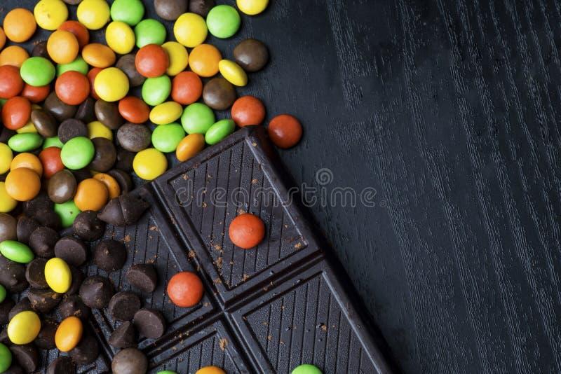 Godis- och chokladstång arkivbilder