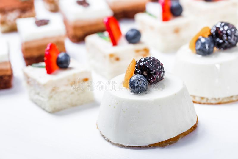Godisstång Tabell för bröllopmottagande med sötsaker, godisar, efterrätt arkivfoton