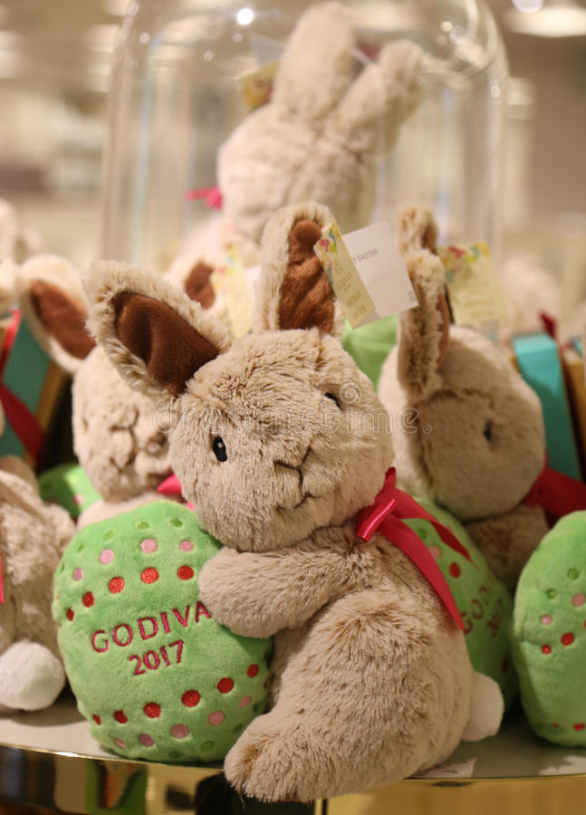 Godiva Chocolatier 2017 Limited‑Edition Plush Bunny on display in Macy`s Herald Square. NEW YORK - APRIL 4, 2017: Godiva Chocolatier 2017 Limited‑ stock images