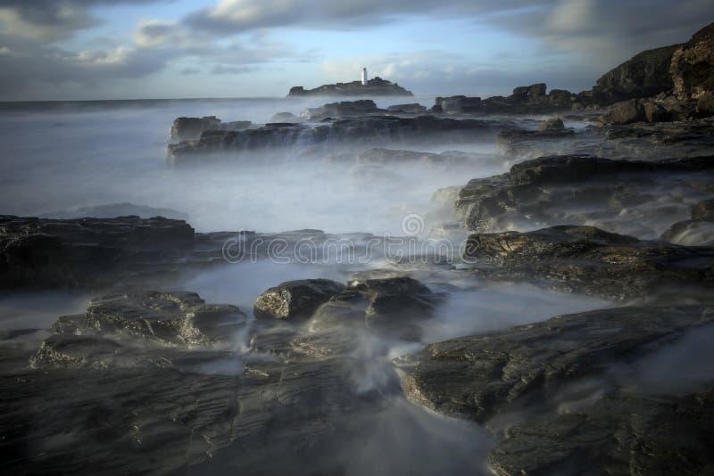 Godrevyvuurtoren op Godrevy-Eiland in St Ives Bay, Cornwall stock foto's