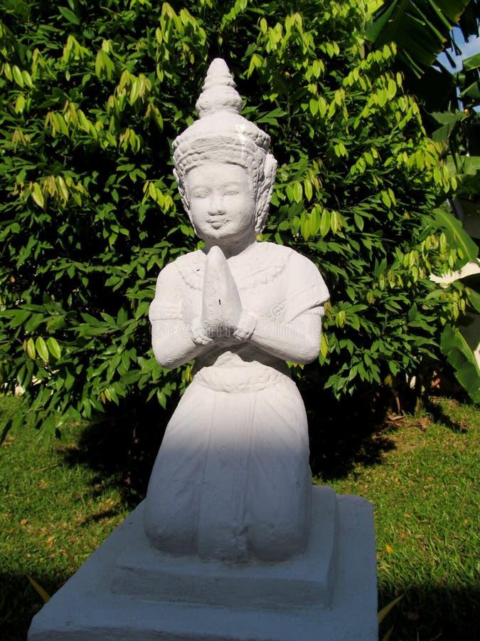 Godsdienstig Aziatisch standbeeld van het bidden van vrouw stock foto's