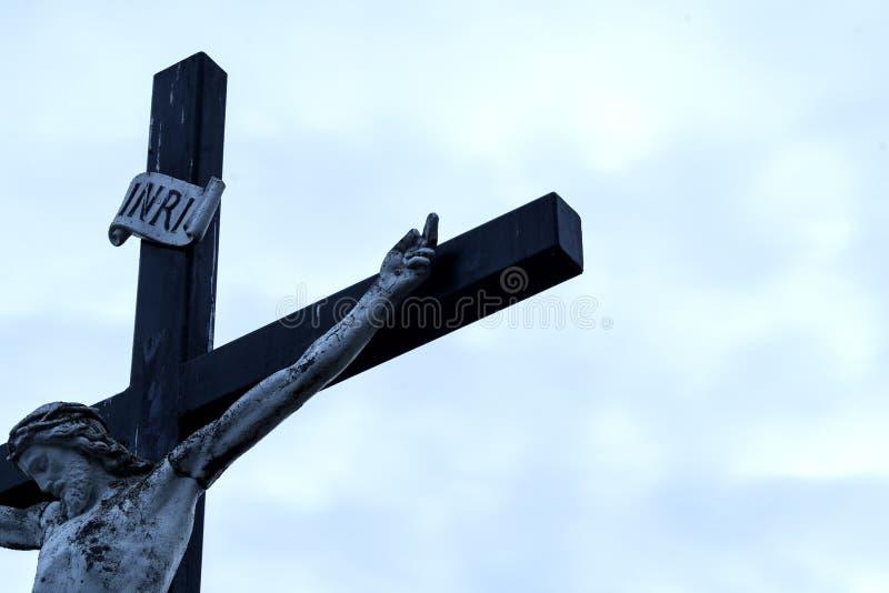 Godsdienstig monument - Jesus op het kruis stock foto