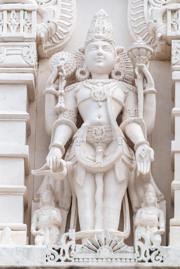 Godsdienstig standbeeld buiten Hindoese tempel BAPS Shri Swaminarayan Mandir in Houston, TX royalty-vrije stock afbeeldingen