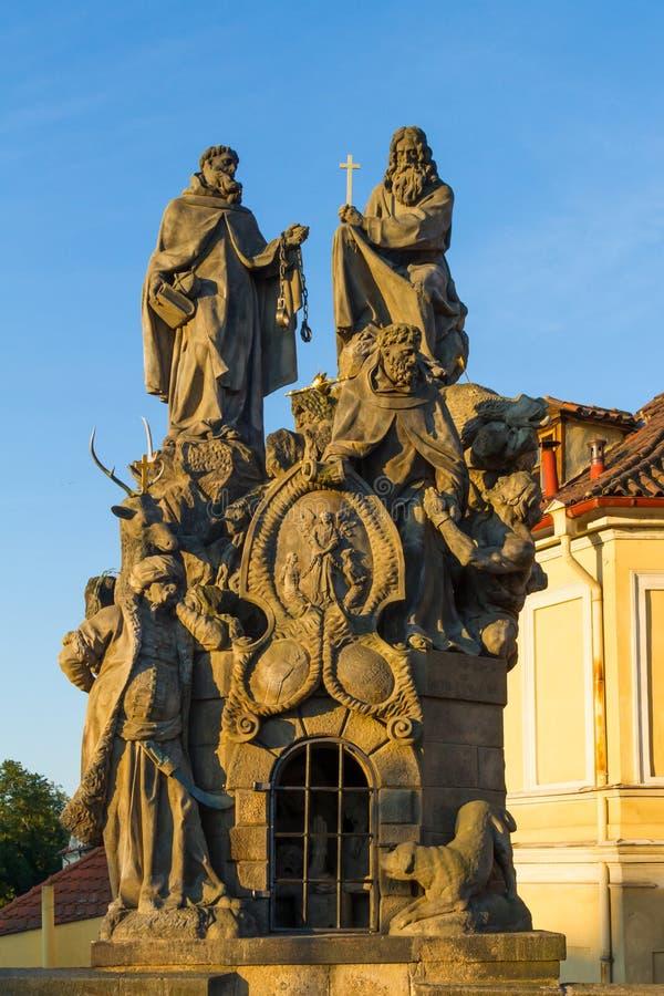 Download Godsdienstig Standbeeld In Charles Bridge Prague Stock Afbeelding - Afbeelding bestaande uit kapitaal, beroemd: 107703139
