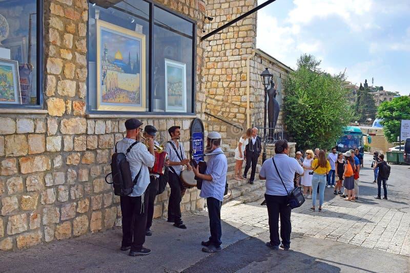Godsdienstige musici in het kwart kunstenaars, oude stad van Safed, Israël royalty-vrije stock foto's
