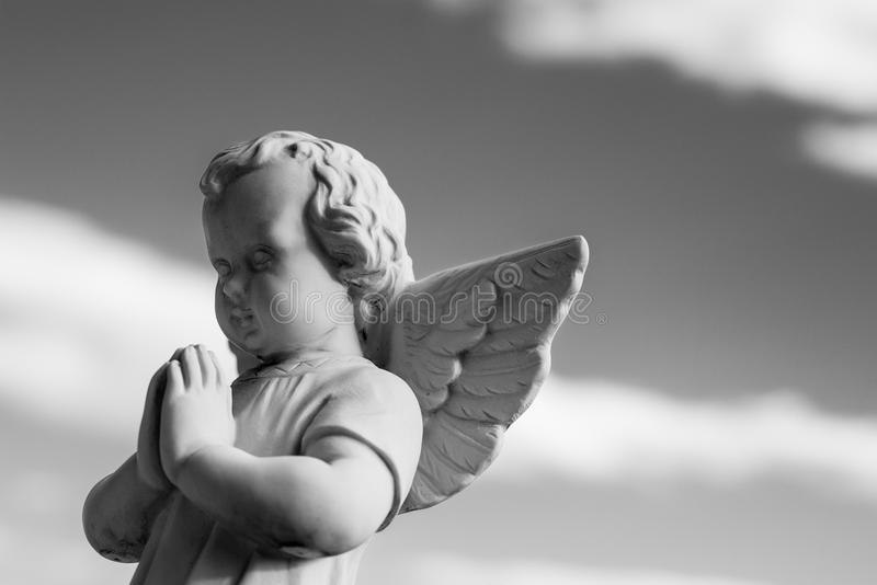 Godsdienstige pictogrammen van weinig engelen de zwart-witte foto royalty-vrije stock afbeelding