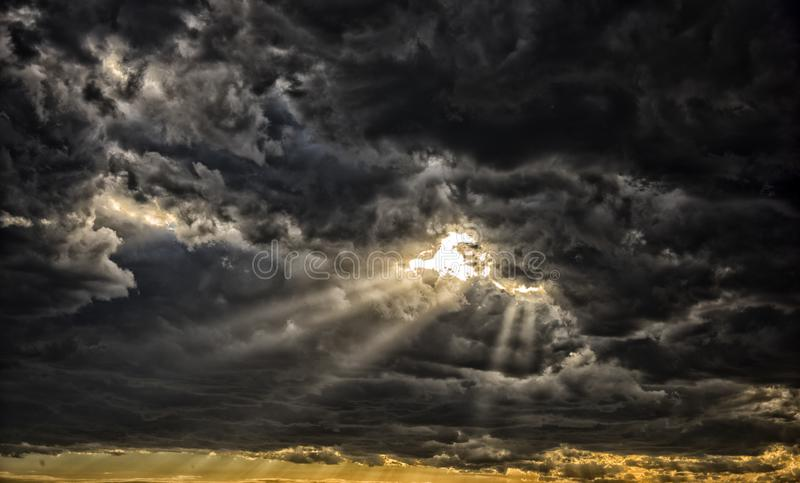 Godsstralen van licht stock foto's