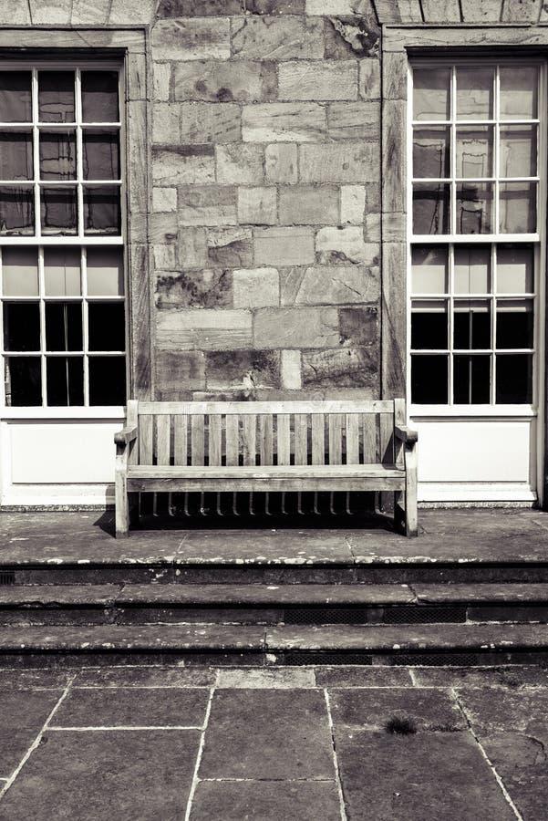 Goed hello daar eenzame stoel stock foto's