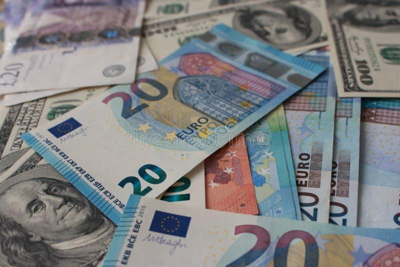 Goed voor ontwerp Geld van de verschillende achtergrond van provincies Dollars, ponden en euro bankbiljetten Industrie en Handelc stock foto