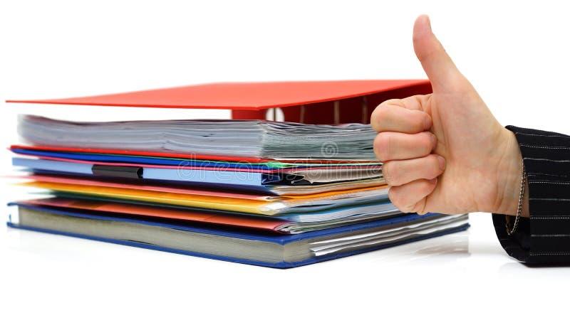 Goede boekhouding of zaken met duim omhoog op dossier stock afbeelding