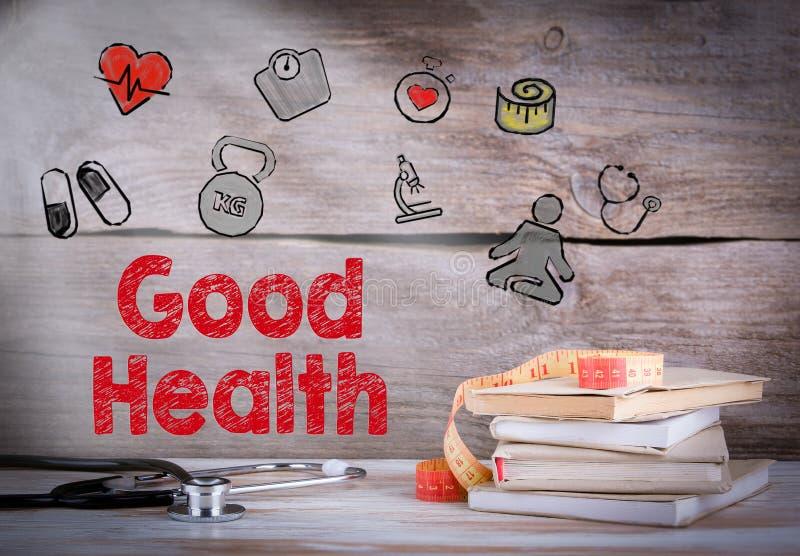 Goede gezondheid Stapel boeken en een stethoscoop op een houten achtergrond royalty-vrije stock afbeeldingen