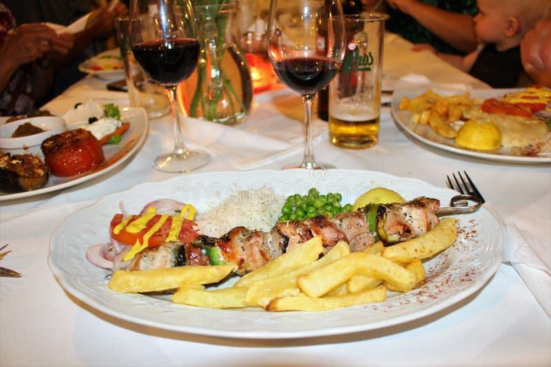 Goede Griekse vleespennen voor diner stock foto's