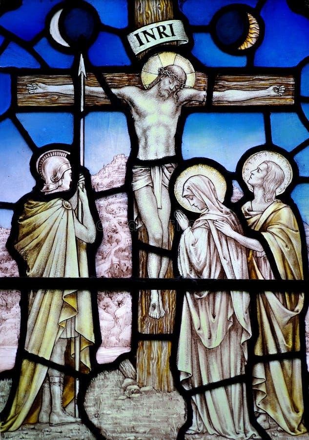 Goede Vrijdag in gebrandschilderd glas (gekruisigd Jesus Christ) stock foto's