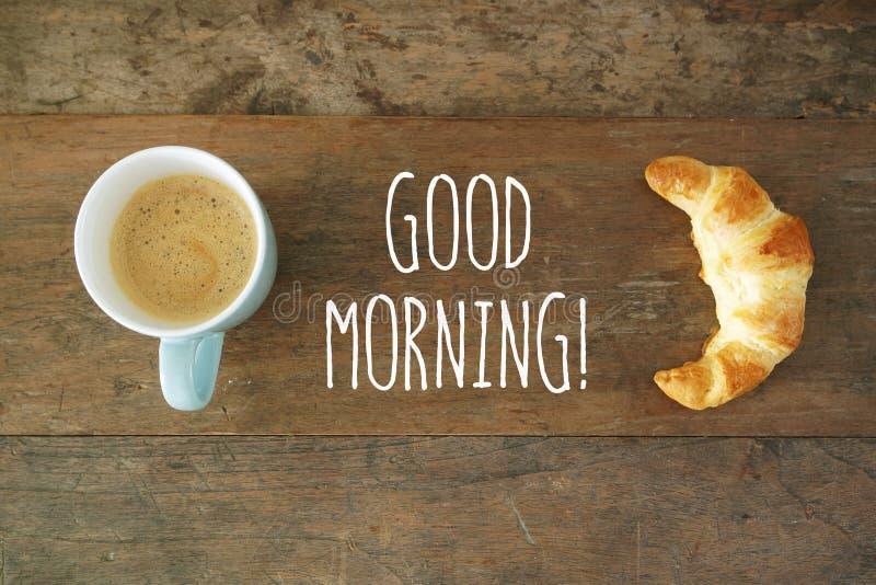 Goedemorgenkoffie met Croissant royalty-vrije stock foto's