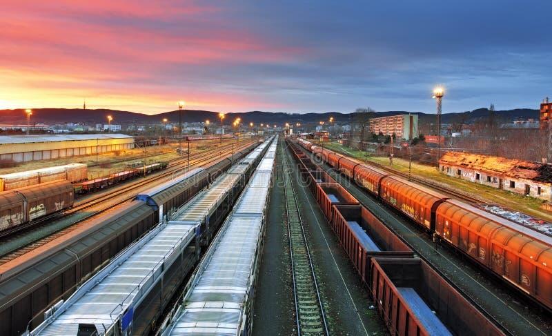 Goederentreinen - Ladingsvervoer royalty-vrije stock afbeeldingen