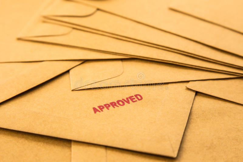 Goedgekeurd teken op envelop royalty-vrije stock fotografie