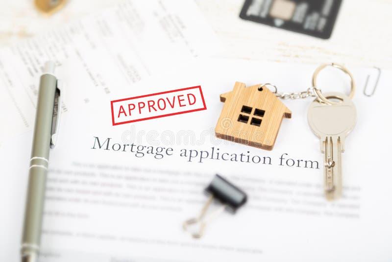 Goedgekeurde de overeenkomstentoepassing van de hypotheeklening met huis gestalte gegeven k royalty-vrije stock afbeeldingen