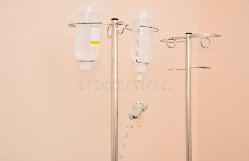Goedkope medische infusiesystemen met geneesmiddelen stock foto's