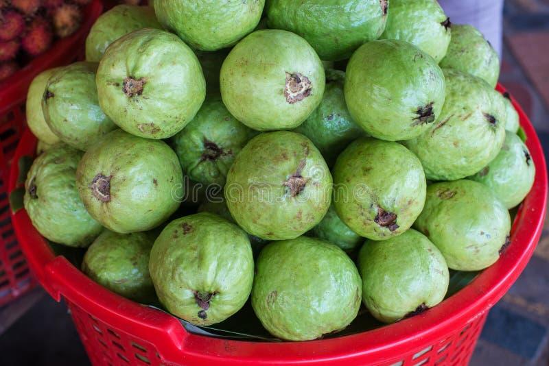 Download Goiaba na cesta foto de stock. Imagem de cuisine, abundância - 29827876
