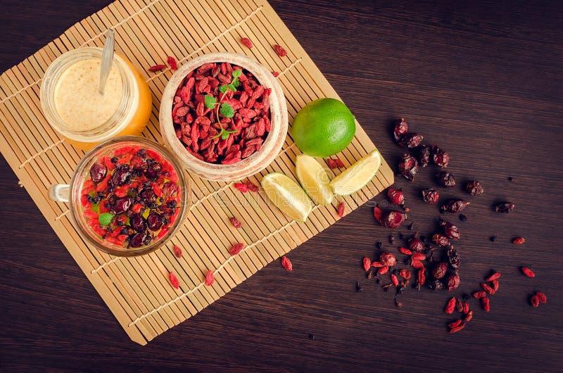 从goji莓果的新鲜的抗氧化清凉茶 库存照片