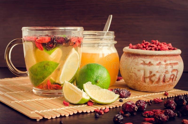 从goji莓果的新鲜的抗氧化清凉茶 库存图片