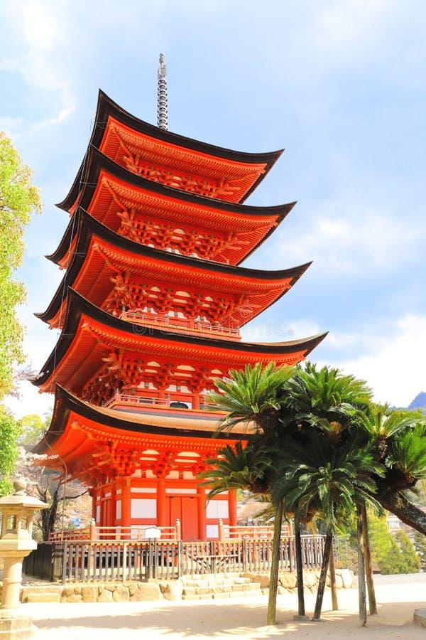 Goju-aucun-à la pagoda du tombeau d'Itsukushima, île de Miyajima, Japon image stock