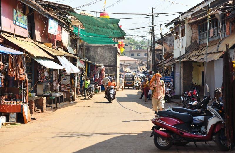 Download GOKARNA卡纳塔克邦印度- 2016年1月29日:穿橙色披肩的一个人在他的走沿街道的头在Gokarna市 编辑类照片 - 图片 包括有 印第安语, siva: 72366821