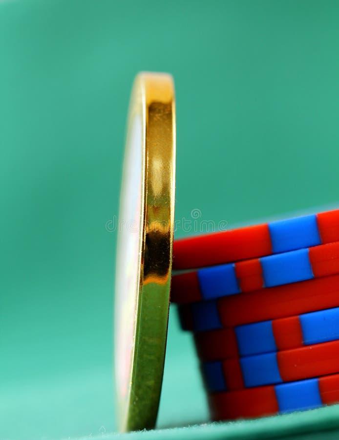 Gokkende spaanders en een gouden spaander royalty-vrije stock foto