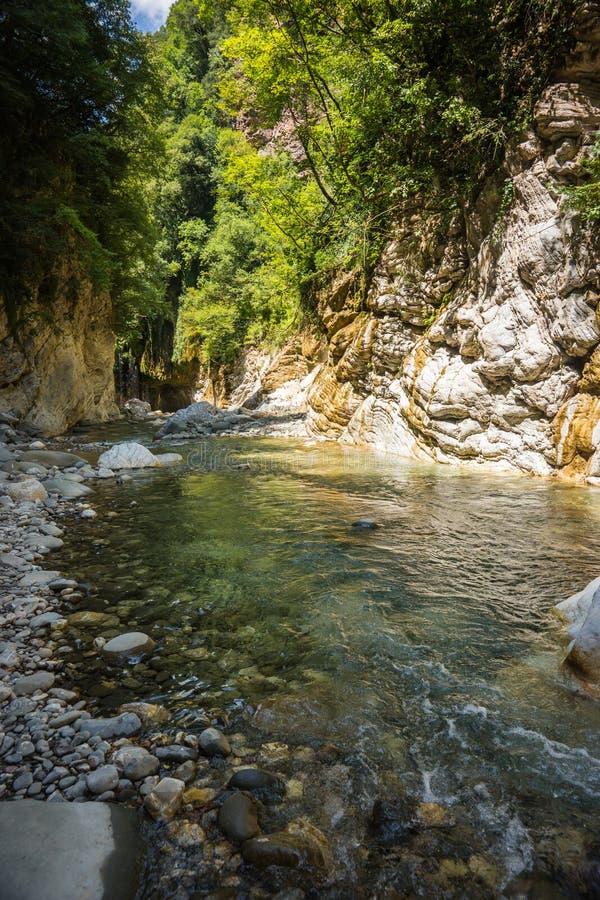 Gola del fiume della montagna vicino a Panta Vrexei in Evritania, Grecia fotografia stock libera da diritti