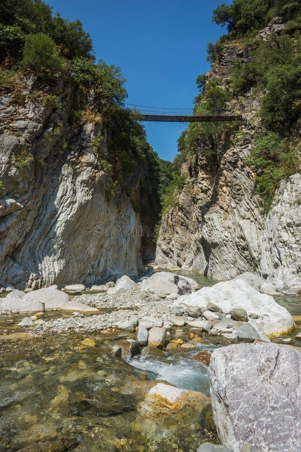Gola del fiume della montagna vicino a Panta Vrexei in Evritania, Grecia fotografia stock