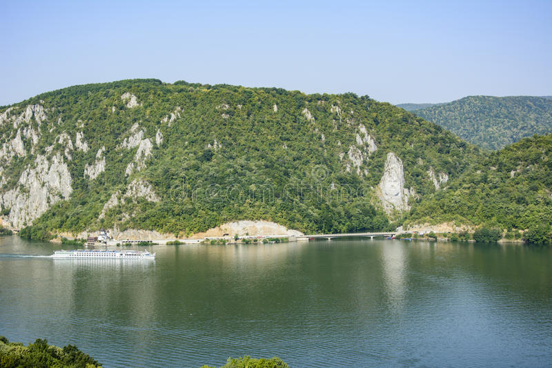 Gola di Danubio, statua di Decebal, Romania - Cazanele Dunarii immagini stock