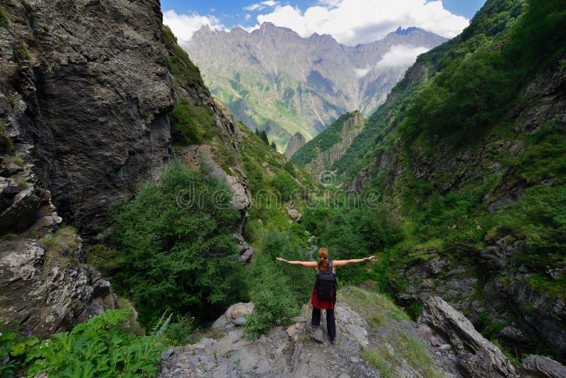 Gola di Dariali vicino alla città di Kazbegi fotografie stock libere da diritti