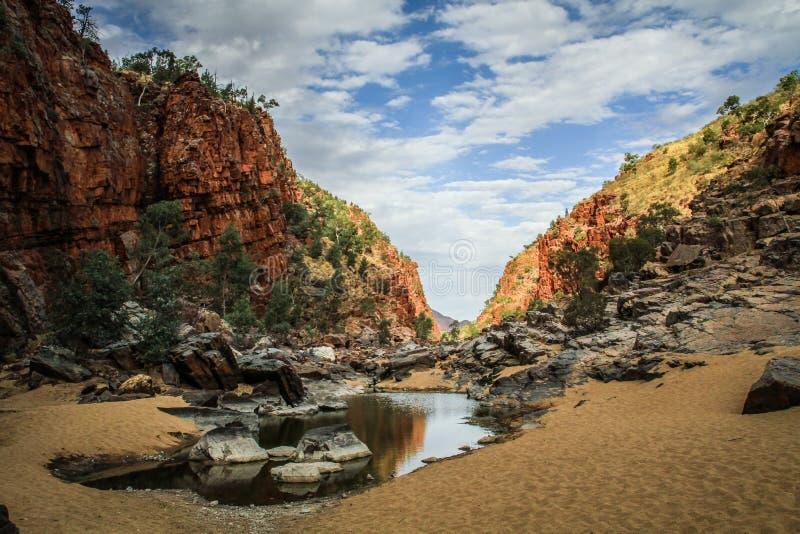Gola nella gamma ad ovest di MacDonnell, Territorio del Nord, Australia di Ormiston, fotografie stock