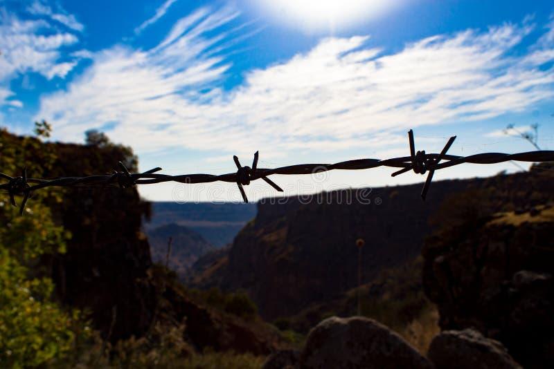 Golani, filo spinato sul campo minato fotografie stock