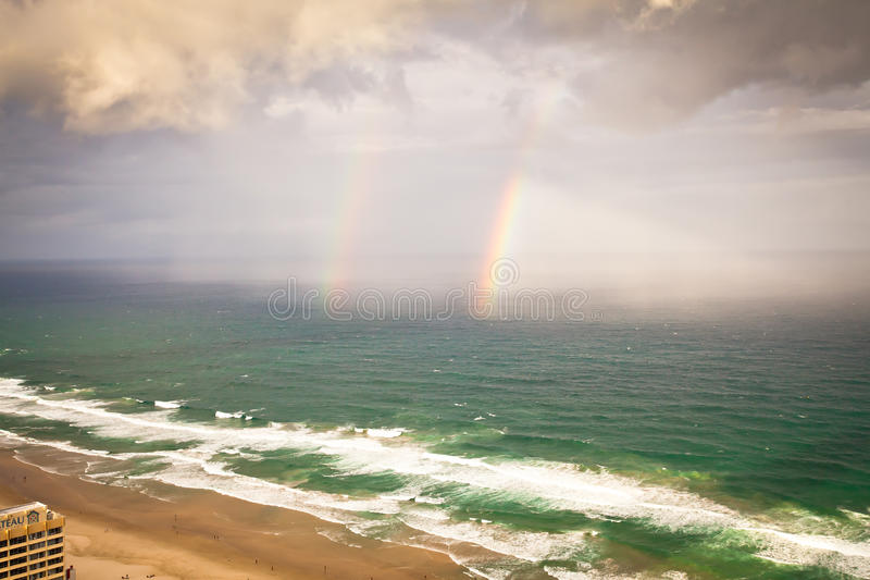 Gold Coast Квинсленд Австралия - ливни и радуга стоковые изображения rf