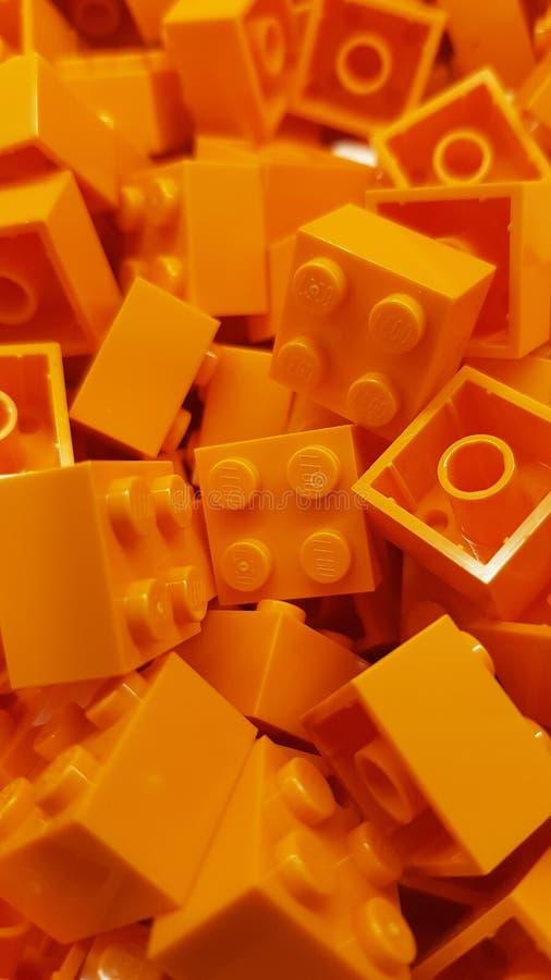 Gold Coast, Queensland/Αυστραλία - 11 Ιουνίου: Τα πορτοκαλιά τετραγωνικά τούβλα Lego συσσώρευσαν επάνω στο κατάστημα lego σε Drea στοκ φωτογραφίες με δικαίωμα ελεύθερης χρήσης
