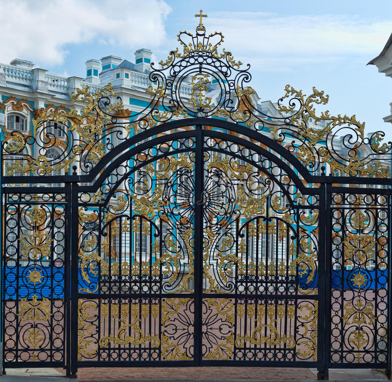 Free Gold Gate, Entrance To Catherine S Palace, St. Petersburg Royalty Free Stock Photos - 32648088