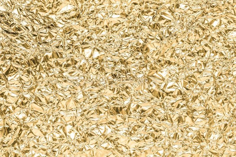 Gold geknitterter Papierbeschaffenheitszusammenfassungshintergrund stockfoto