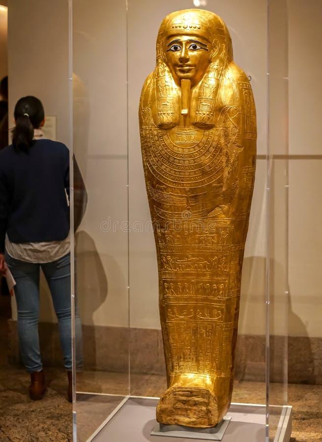 Gold-sarcophage am Stadtmuseum lizenzfreie stockfotografie