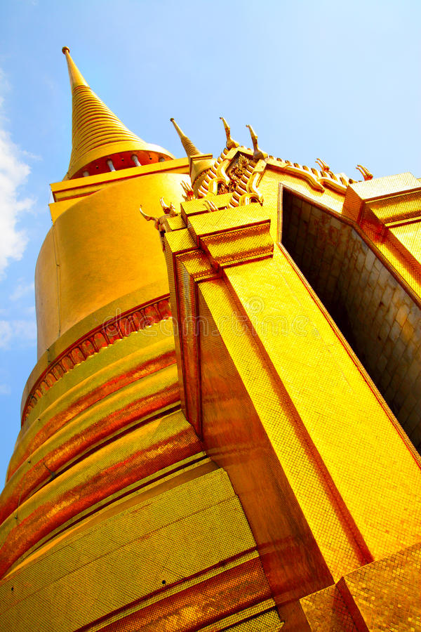 Download Gold stupa stock image. Image of chedi, grand, decoration - 13089093