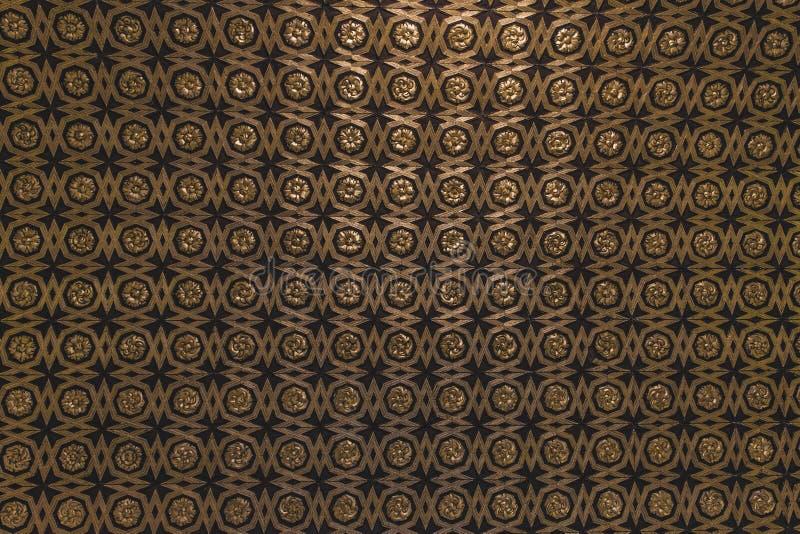 Gold und schwarzes Musterhintergrund oscuro stockbilder
