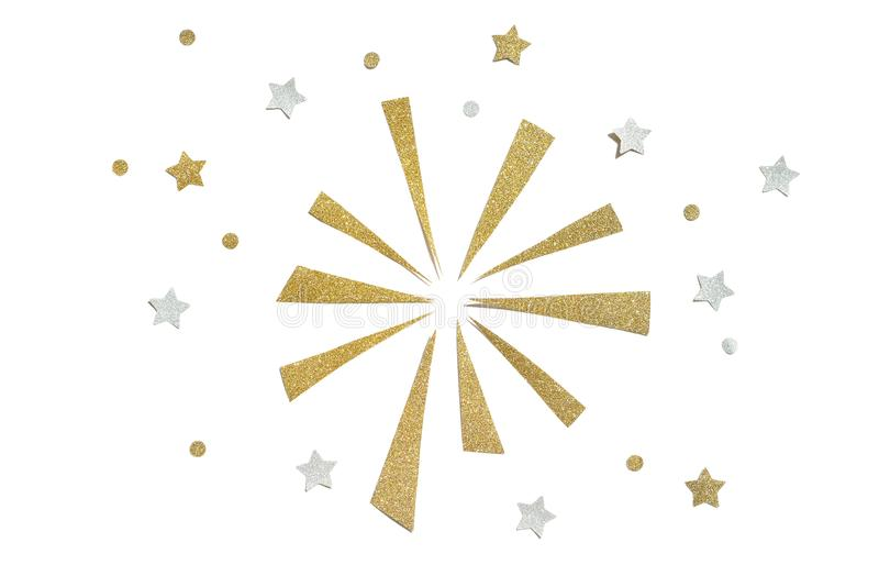Gold- und Silberfunkelnfeuerwerkspapier schnitt auf weißen Hintergrund stockbild