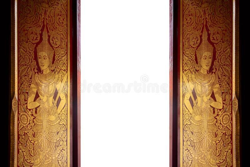 Golde y la puerta tailandesa roja de la cultura del arte están abiertos en el aislante del templo en el fondo blanco foto de archivo
