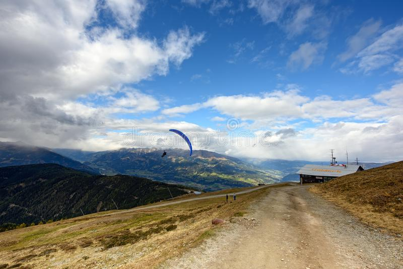 Goldeck skidar semesterorten i nedgången, Carinthia, Österrike royaltyfria foton