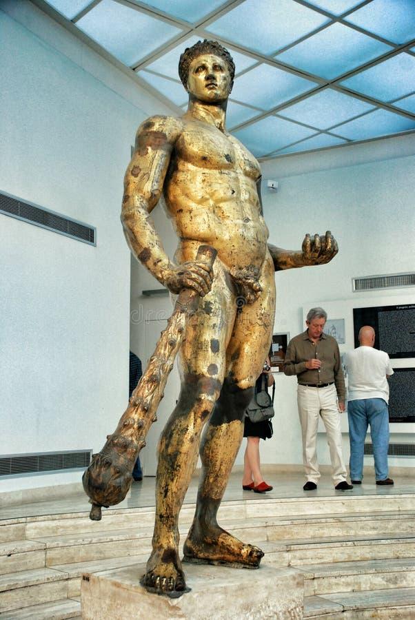 Download Golded赫拉克勒斯古铜雕象 编辑类库存图片. 图片 包括有 永恒, 附庸风雅, 拱道, 帝国, 镇痛药 - 55117694