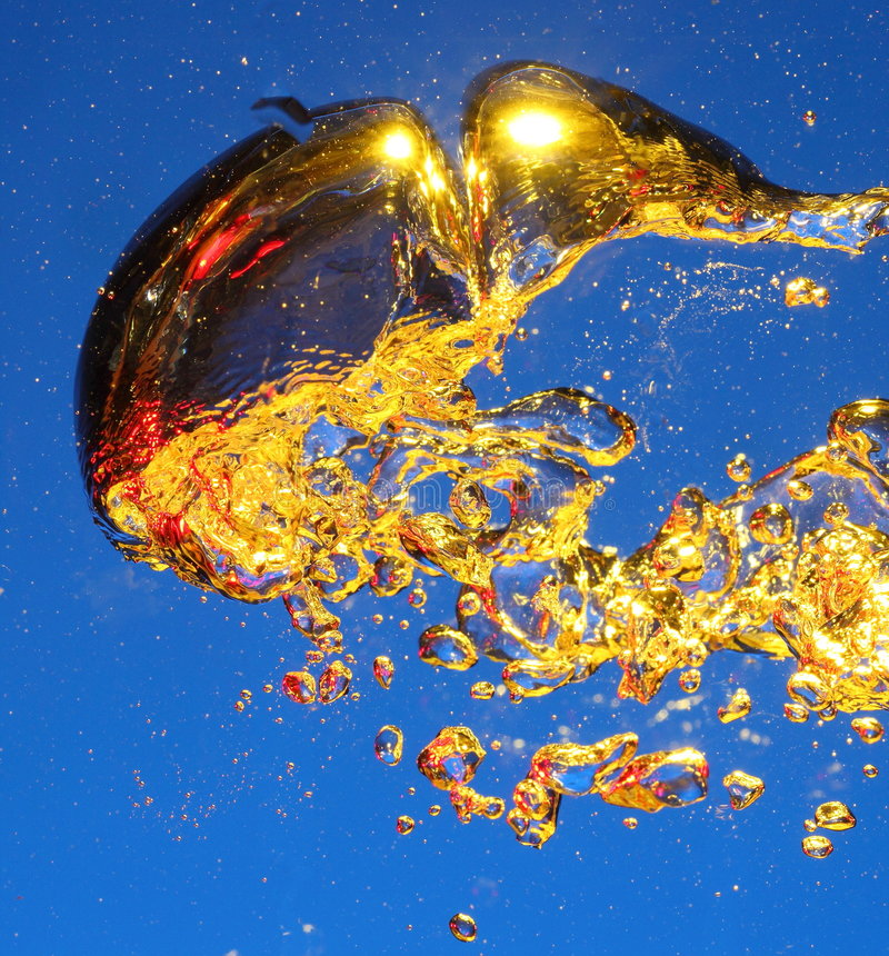 Free Golden Air Bubbles In Water Royalty Free Stock Photography - 7969287