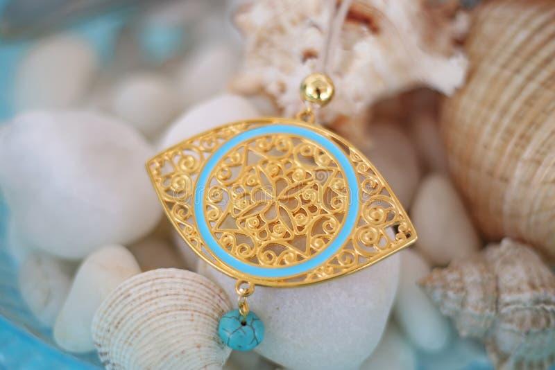 Golden byzantine-halsketting met halfedelsteen turkooizen stock fotografie
