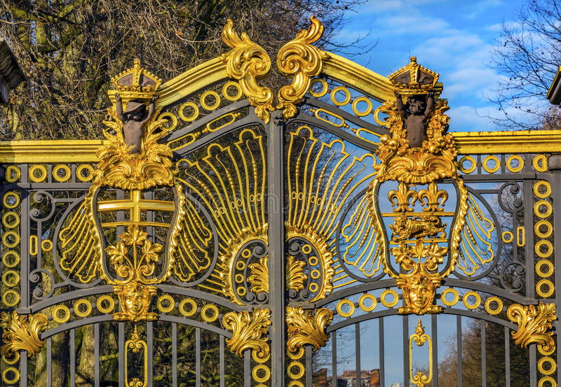 Golden Canada Maroto Gate Buckingham Palace London England. Created in 1901 as a memorial to Queen Victoria, who died in 1901 and is the entrance to Green Park stock photos