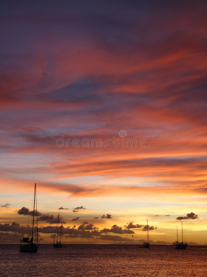 Free Golden Caribbean Sunset Cruise Royalty Free Stock Photography - 723847